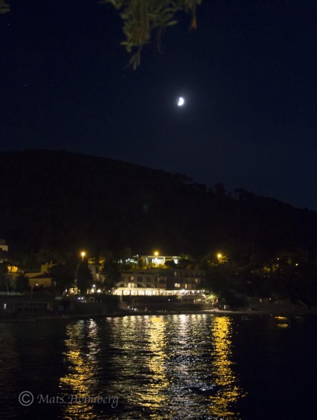 Foto Mats Holmberg  Måne över Lapad Bay Dubrovnik