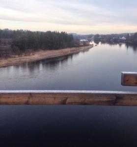 Utsikt nedströms (öster) från södra delen av bron